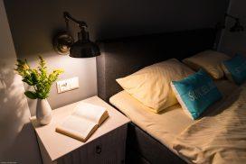 Großes Schlafzimmer mit Boxspringbett vom Juist-Traum