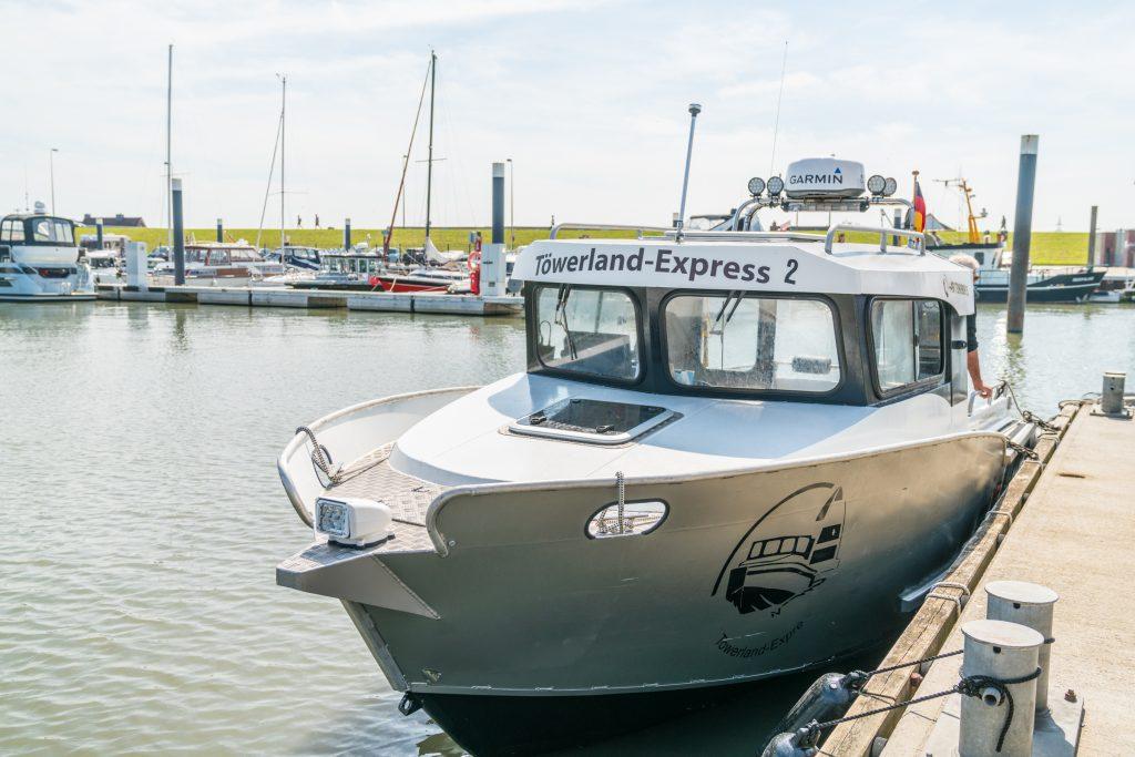 Töwerland-Express 2 im Fischereihafen von Norddeich-Mole